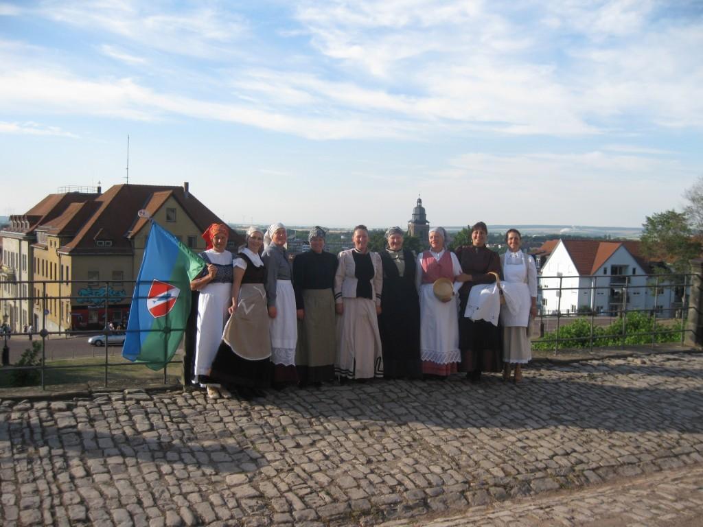 Sprejem na grajskem dvorišču – v ozadju mesto Gotha