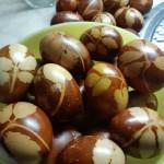 15-pirhi kuhani s čebulnimi olupki
